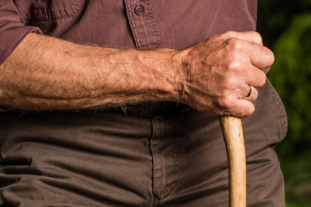 hand-588982_1920